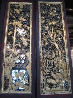 close_up_of_doors_at_Pinang_Peranakan_Mansion
