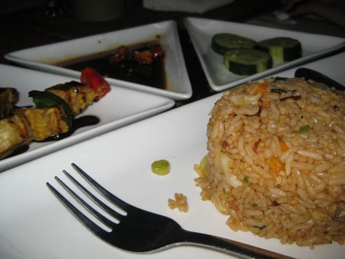 Fried_rice_with_tempeh_sate_at_Puri_Wirata
