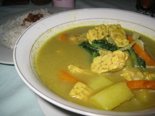 Tempeh_Curry_at_Cest_Bon_Cafe