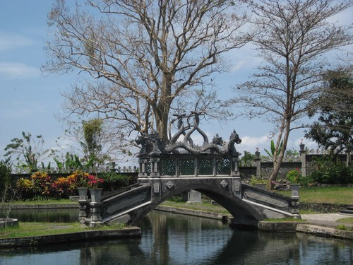 bridge_at_water_palace