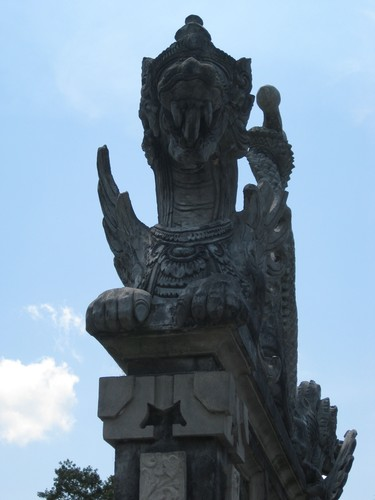 statue_at_water_palace_2