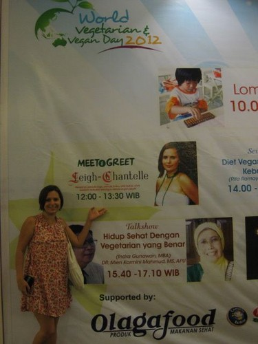 LC_next_to_sign_at_Jakarta_IVS_event