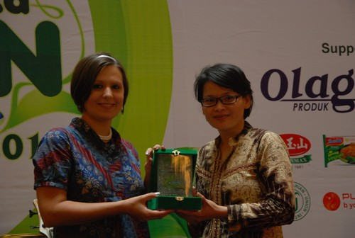 LC_with_award_from_Chindy