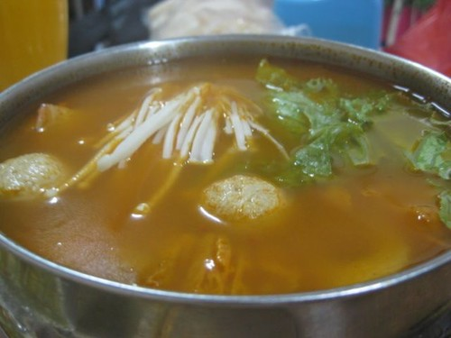 Shabu_Tom_Yum_at_Chan_Wei_Vegetarian