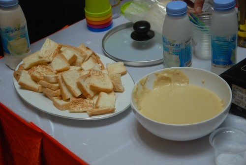 cheese_sauce_with_bread_for_tasting