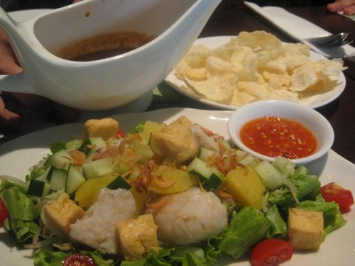 gado_gado_with_cashew_and_almond_sauce_at_DNatural