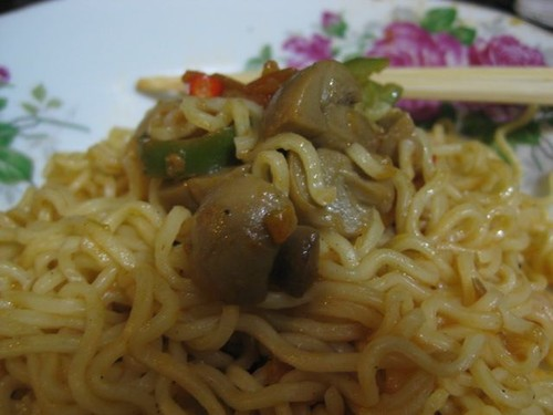 noodles_with_mushrooms_breakfast
