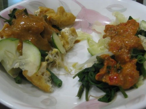 pecel_and_gado_gado_for_breakfast