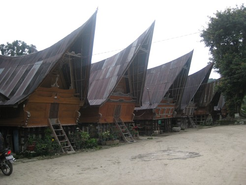 Batak_house_community