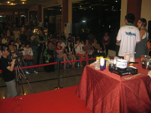 crowd_at_food_demo_Medan