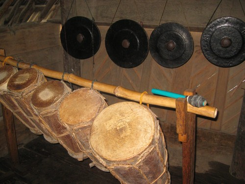 musical_instruments_in_Batak_house