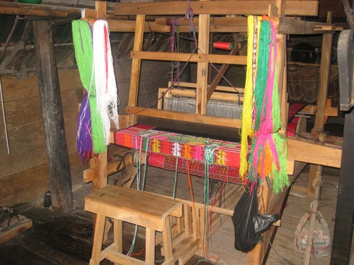 threading_machine_in_Batak_house