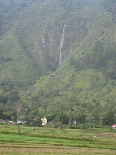 waterfall_and_mountain_at_Samosir_island
