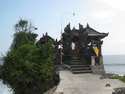 Batu_Bolong_Temple_close
