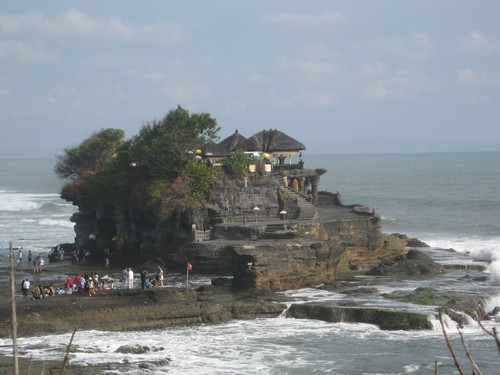 Tanah_Lot_temple_view