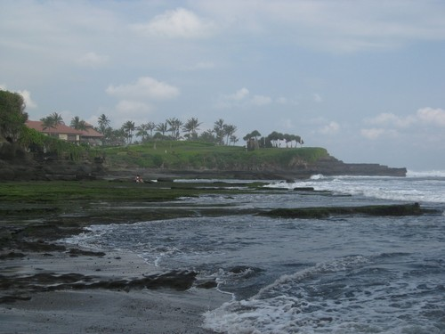 Tanah_Lot_temple_with_Golf_Course