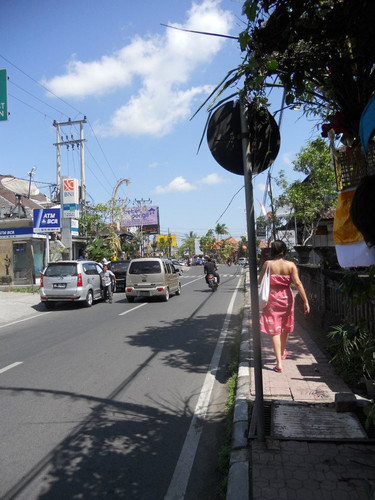 LC_walking_in_Ubud