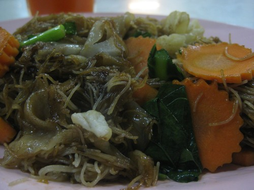 koay-teo_w_thin_noodles_at_rern_thai_restaurant