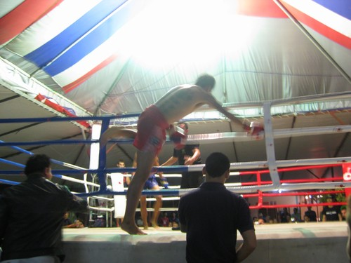 Hongugoen_thrown_from_the_ring_at_Muay_Thai