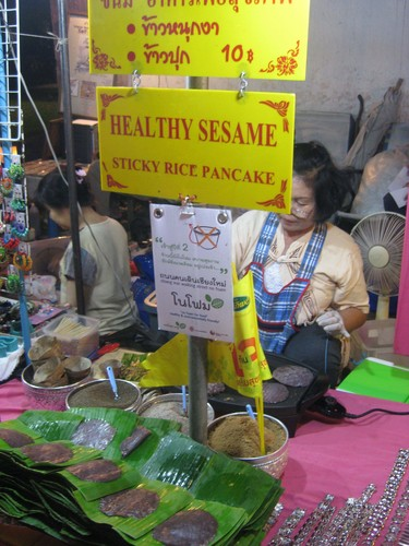 black_sesame_pancake_walking_market_stall_in_Chiang_Mai
