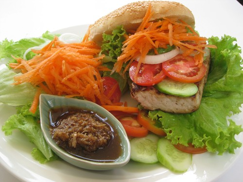 grilled_tofu_burger_at_BaMOMboo_Cafe