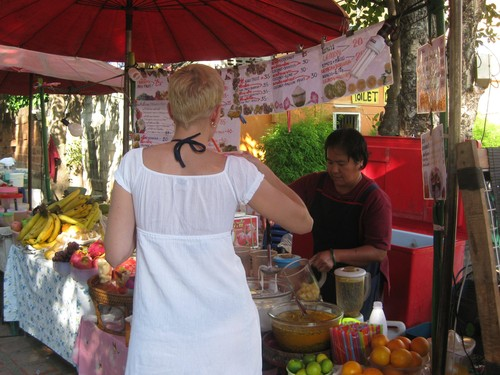 juice_stand_at_Chiang_Mai_Sunday_market