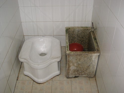 traditional_toilet_in_Thailand