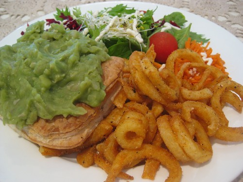 Everyday_Meal_pie_with_mashed_peas