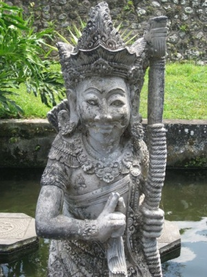statue_at_water_palace
