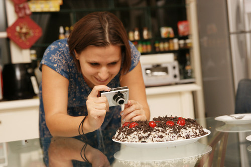 LC_taking_photo_of_black_forest_cake