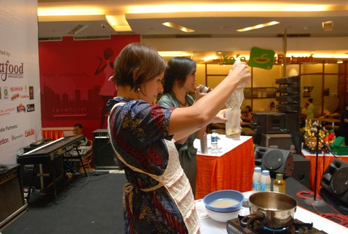 cheese_sauce_food_demo_in_Jakarta