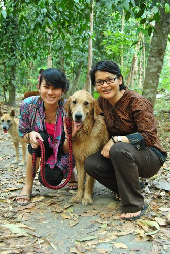 dogs_with_Santhi_and_Chindy