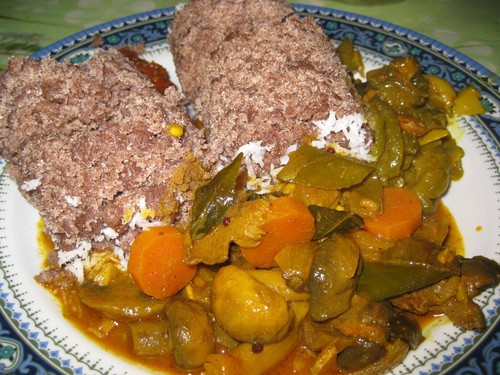 Putu_with_vegetable_curry