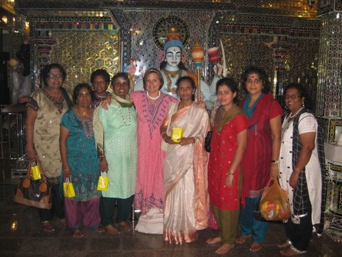 ladies_group_at_Glass_Temple
