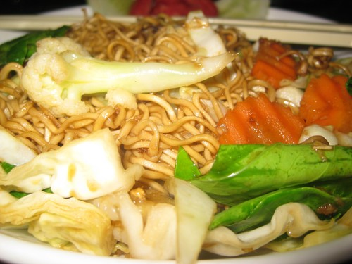 Fried_mama_noodles_with_vegetables_