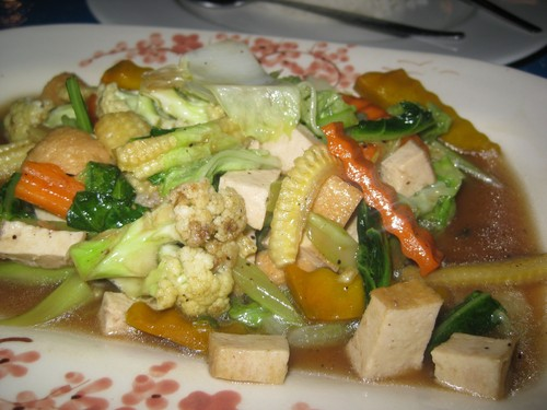 Fried_mixed_vegetables_with_cashew_nuts_and_tofu_