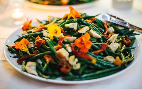 Artichoke_green_bean_and_roasted_pepper_salad_with_mint_and_orange_dressing